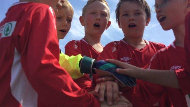 LAGÅND: Hyggens 10-åringer varter opp med med et skikkelig lagrop etter to hyggelige seire.