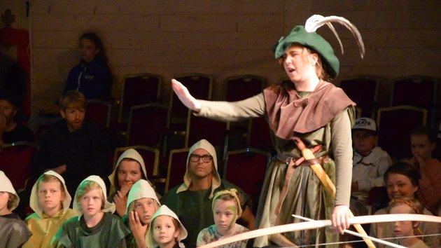 BRYSK: Det er selfølgelig de med fjær i hatten som får krysse elva først poengterer Robin litt skarpt til munken.