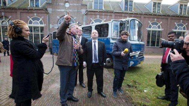 Regjeringen har brukt 215 millioner kroner årlig på å leie soningsplasser i Nederland. Dette er å kaste bort penger, spør du Arbeiderpartiet og AUF