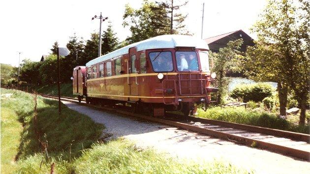 VETERANTOG: Bildet er tatt av Rolf Magne Bøe i 1983. Lignende materiell ble også kjørt under Ganddalsdagene i perioden 1995-2000. Foto: Rolf Magne Bøe