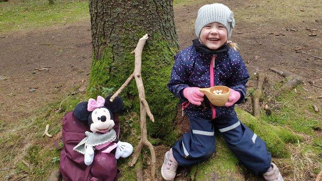 Minnie, Knerten og Ylva tok en tur i skogen