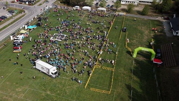 Nesten 1.000 mennesker var kommet for å løpe Vibeke Westbye Skofteruds Minneløp.