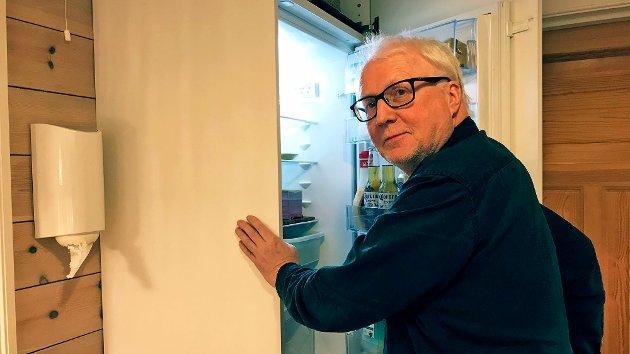 SVARAR: Direktør i Simas, Hallvard Thomassen svarar Sogn Avis-journalist Endre Romøren.