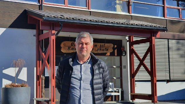Kjell Ertesvåg, rektor ved Kaupanger barne- og ungdomsskule, er ein av skuleleiarane som har skrive brevet.