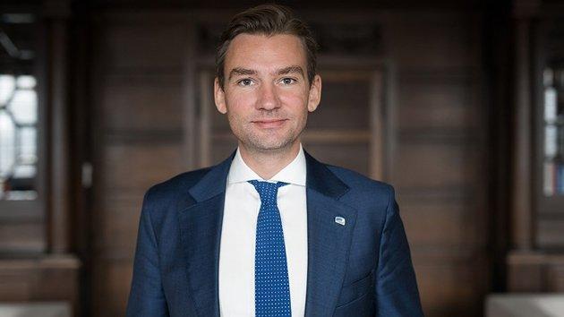 MED PÅ PRESSEKONFERANSE: Forsknings- og høgare utdanningsminister Henrik Asheim er med på dagens pressekonferanse.