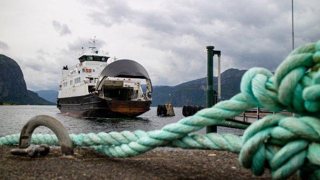 PRIVATFERJA: MF «Petter Dass» trafikkerer sambandet mellom Oanes og Lauvvik.