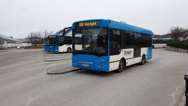 Det er delte meninger om busstilbudet i Kristiansund. Nå svarer fylkeskommunen på kritikken fra Geir Greger.