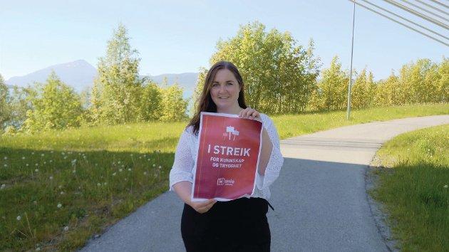 Ida-Malene Hyllnes, som viser sin støtte til UNIO's streik