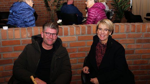 Dette er første gangen Martin og Merete Henriksen er på konsert i år. – Vi har vært sultefora på kultur!