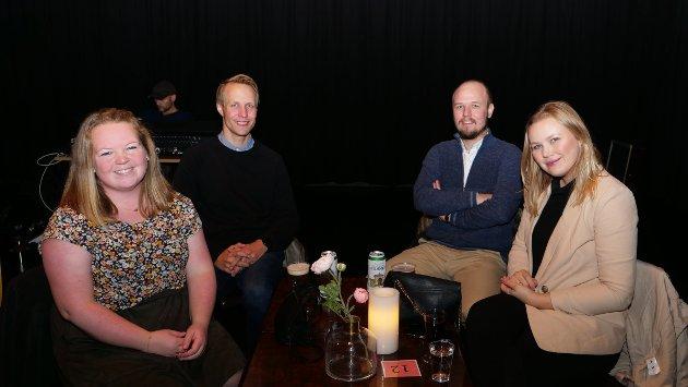 """Hege Nordgård, Erik Nordgård, Tobias Lehikoinen og Mari Nordgård. Erik er den største fanen i gruppa, og forteller at han har sett Humle live et par ganger. Han drar frem både """"Bellevue"""" og """"Netter"""" som favorittsanger."""