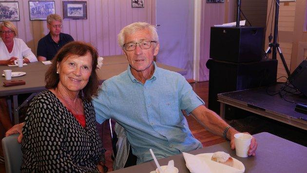 Anne-Marry og Vidar liker å kunne støtte lokalmiljøet. – Vi flyr rundt på masse konserter! sier de.
