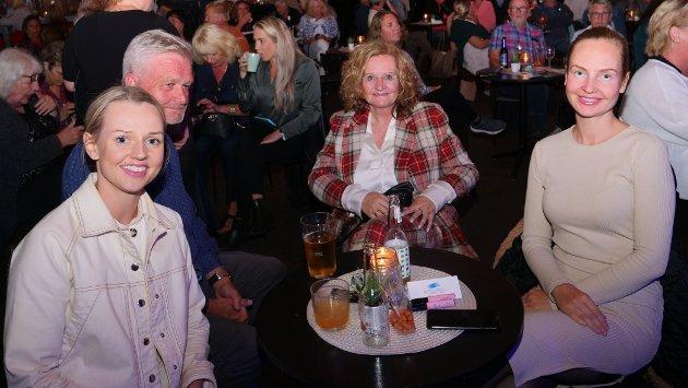 Stine Jønsson, Svein Haus, Ann-Christin Frogner og Line Jønsson.  – Det er over 10 år siden vi var på konsert med Odd René sist, men vi dansa og kosa oss! Det blir litt annerledes nå, men sikkert like bra, sier de.