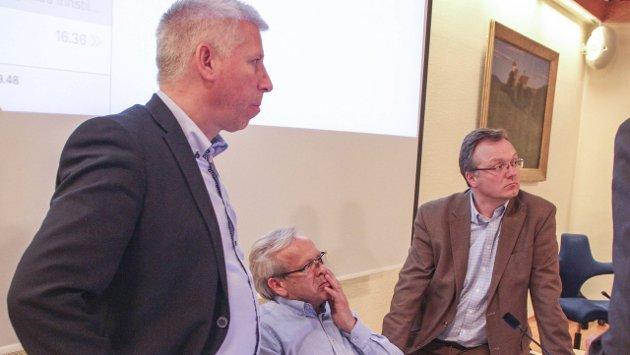 LANGE MØTER: Gunnar Schulz (FrP), Willy Westhagen (GBL) og Morten Hagen (GBL) i diskusjon. Kommunestyremøtene i Gran har lett for å bli  lange.