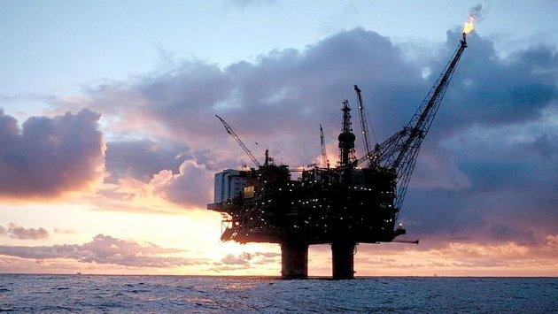 Solnedgang over oljesektoren