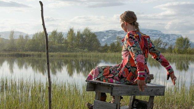 """Samisk Filminstitutt har gjort en fantastisk jobb for å fremme samisk film. Men ingen eier et tema eller en historie, skriver Lars Daniel Krutzkoff Jacobsen. Bildet er fra tv-dramaserien """"Midnattssol"""" som har fått negativ kritikk fra Samisk Filminstitutt."""
