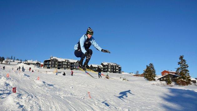 I svevet: Joar Oldernes fra Oslo hopper høyt av glede over vinterferie på Sjusjøen