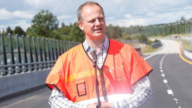 Samferdselsminister Ketil Solvik-Olsen forsikrer at regjeringen mener alvor med Ringeriksbanen.