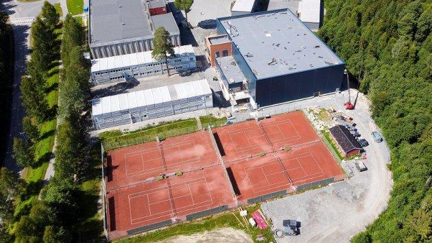 TENNISHALLEN: Slik ser den nye tennishallen ut. Når hallen er klar har tennisklubben totalt ti baner.