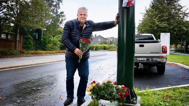 BOM: Leif Arne Moi Nilsen er ikke imponert over det administrative arbeidet i Bymiljøpakke Nord-Jæren. Her er Moi Nilsen fotografert ved det som på folkemunne blir kalt «Skammens bom», utenfor SUS.