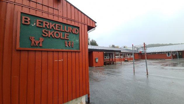 Personalet ved Bjerkelund skole er sterkt kritisk til  smittevern-tiltakene i skolen.