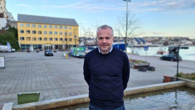Astrid Mikaelsen ber ordfører Kjell Neergaard snakke i klartekst og ikke i politikervendinger.