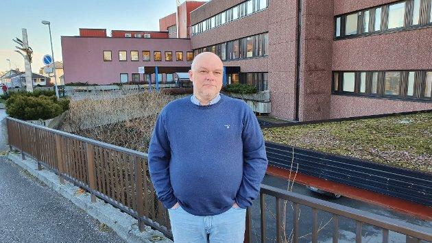 Spørsmålet til Bent Høie var ikke om det er forsvarlig å holde begge fødeavdelingene åpne. Spørsmålet var hvorfor han ikke retter seg etter Stortingets vedtak og holder fødeavdelingen i Kristiansund åpen, sier Stig Anders Ohrvik i Nordmørslista.
