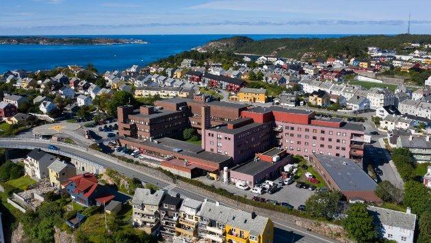 Det er fortsatt sykehuset som er den viktigste saken, er inntrykket Stig A. Ohrvik sitter igjen med etter en lørdag på Rådhusplassen i Kristiansund.
