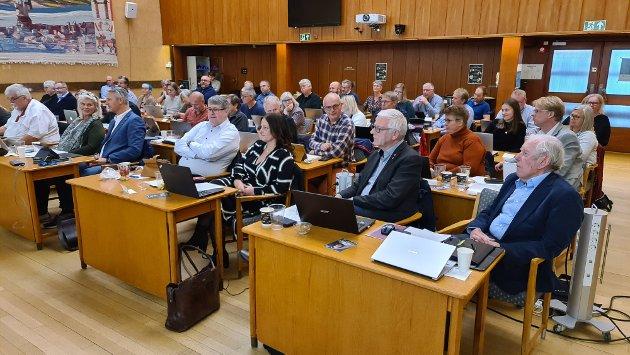 Grethe Witzøe tillater seg å videresende spørsmålet fra Olav Strand til politikerne, adresse rådhuset, for å høre om de har resignert.