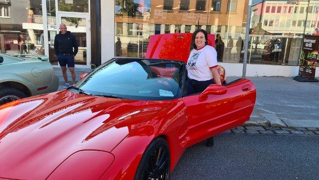 Berit Tønnesen forelsket seg i en lekker rød Corvette øverst i Kaibakken.