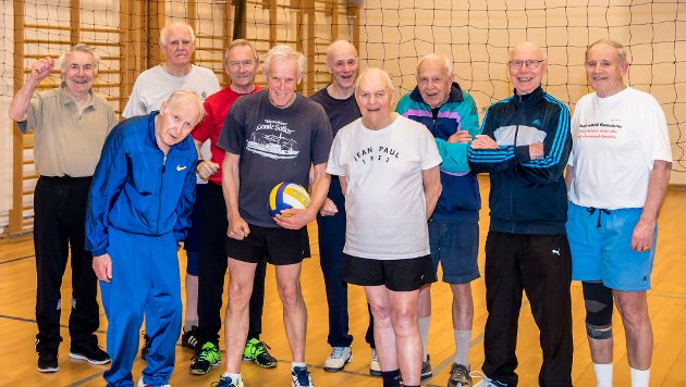 """""""Super old boys"""" fra Ås trener i gymsalen på Åsgård skole hver uke."""