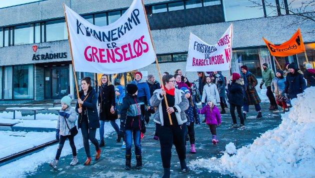 """GODT OPPMØTE på 8. MARS: """"Kvinnekamp er grenseløs"""" var årets hovedparole på kvinnedagen i Ås."""