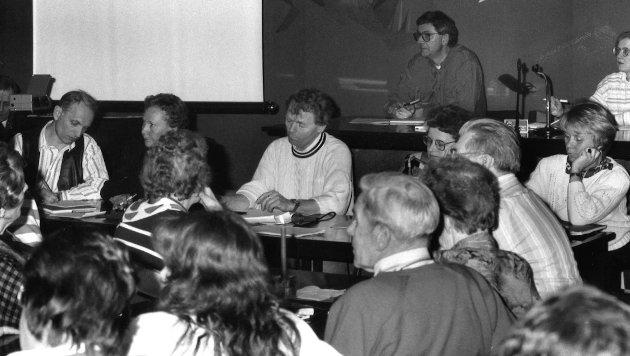 Politikere i panelet lovet å ta med seg innspillene fra mandagens eldremøte til kommende budsjettbehandling. Fra venstre; Geir Berge og Karen Hagen fra Arbeiderpartiet, Åge Strand jr. fra SV, Jorunn Lunder, Senterpartiet og Irene Thoresen fra Lunner Høyre. 8/4 1992