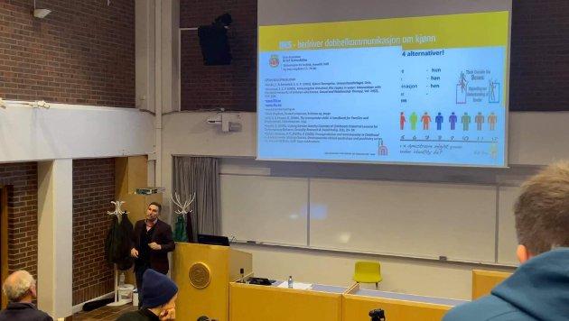 Kronikkforfatterne kaller KrF-politiker Truls Olufsen-Mehus sitt foredraget «Født i feil kropp – regnbueideologiens religiøse trekk» på UiT en absurd forestilling