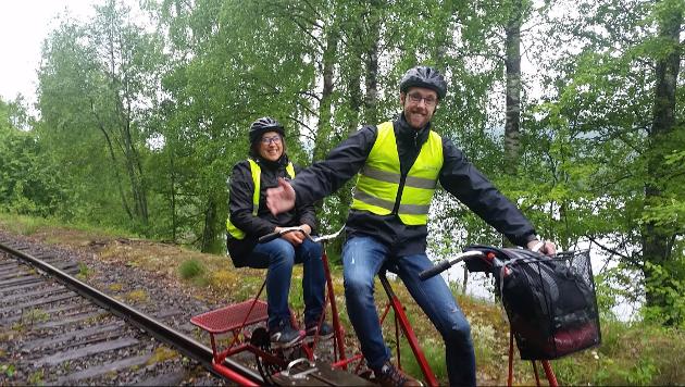 RIVER OPP SKINNER: Nå blir det slutt på dresinturister på gamle Valdresbanen.