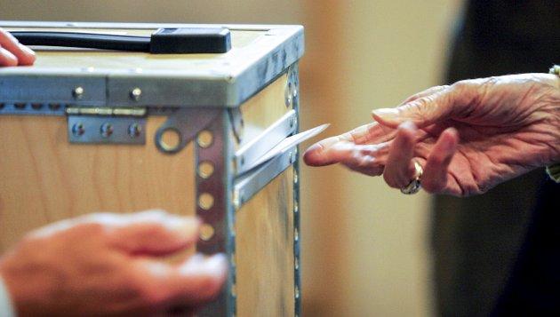 VALGURNE: Før du putter stemmeseddelen i valgurnen i september, kan du gjerne gi stemmetillegg og slengstemmer til kandidater fra andre lister. Et fåtall velgere kan faktisk påvirke hvem som får plass i kommunestyret.