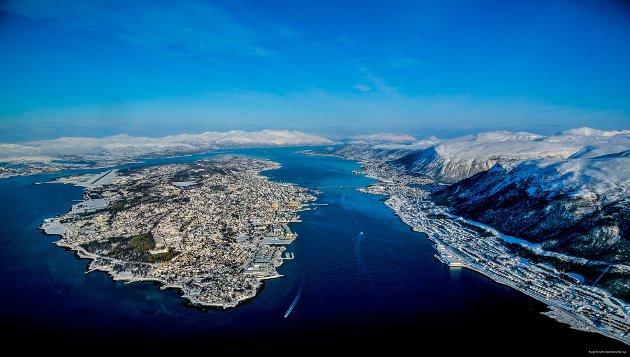 Sentrum med omkringliggende bydeler er ikke uvante begreper når det gjelder store byer, men Tromsø har den ekstra dimensjonen at vi i tillegg har distrikt som er relativt langt fra byen, og nesten kunne vært egne kommuner, sånn rent geografisk sett.
