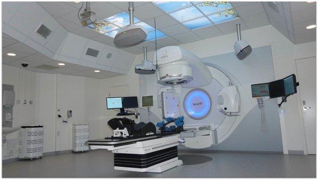 MODERNE: - På Stråleenheten som gir tilbud til pasienter i hele Innlandet, er det installert nye, topp moderne strålemaskiner for bare tre år siden, skriver seksjonsoverlege Kjetil Weyde ved Kreftavdelingen.