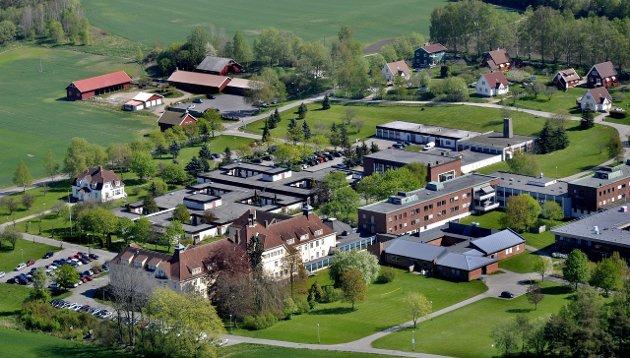 Lokalsamfunnsutvalget på Ambjørnrød engasjerte seg kraftfullt i kampen mot Norges største asylmottak på Veum.
