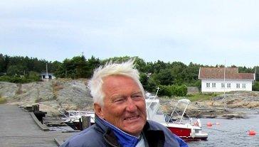 Med sine 45 år bak seg på Herføl har Thore Treimo lang erfaring med gjengroingen på øya.