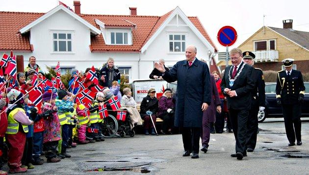 Kong Harald på Hvaler ordfører på Hvaler Eivind N. Borge,