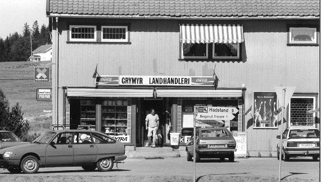 GRYMYR: Slik så det ut ved Grymyr Landhandleri i 1990.
