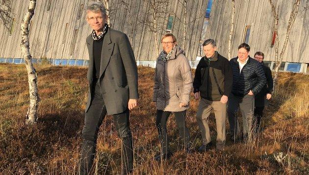 Finnmarkskommisjonens medlemmer, f.v: Jon Gauslaa (leder), Hilde Agathe Heggelund, Ole Henrik Magga, John B. Henriksen og Veronica Andersen.