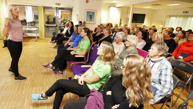ENGASJERT: Tine Sundfør møtte et lydhørt og stort publikum på Finstadtunet torsdag kveld. ALLE FOTO: STIG PERSSON