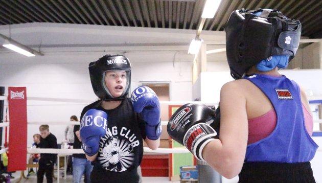 Ivrig: Aline Augestad Hansen synes det er kjempemoro med boksing. BEGGE FOTO: STIG PERSSON