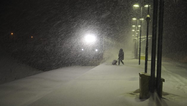 Utrivelig: Neste stasjon Nivlheim? Nei dette er Sande stasjon anno 2018. Leskur bak til høyre i bildet.Foto: Anders Aaserud
