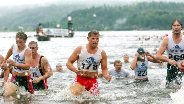 11. august 2007: (178) Jan Ove Vassøy i midten ( 222) til høyre vinneren av dameklassen Inger Synnøve Liset under Gråtassen  i Kodal