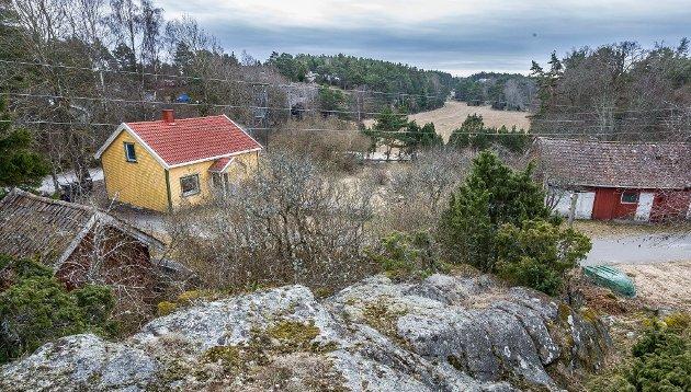 Kai Robert Johansen gir i dette innlegget uttrykk for at den lokale velforeningen bør få kjøpe hele området på Bukkenes. (Foto: Johnny Helgesen)