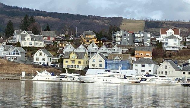PARADIS FOR RIKE: Jørpeland og resten av Strand har vært aktuelt som Norges andre skatteparadis for rikfolk. Men nå er det mye som tyder på at kommunestyret i Strand ikke kommer til å gjennomføre sitt vedtak om redusert formuesskatt. Illustrasjonsfoto