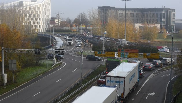 Buss og sykkel: Innsenderen er kritisk til hvordan den politiske ledelsen i  Skedsmo ser for seg framtidens trafikkavvikling i blant annet Lillestrøm. Foto: Torstein Davidsen