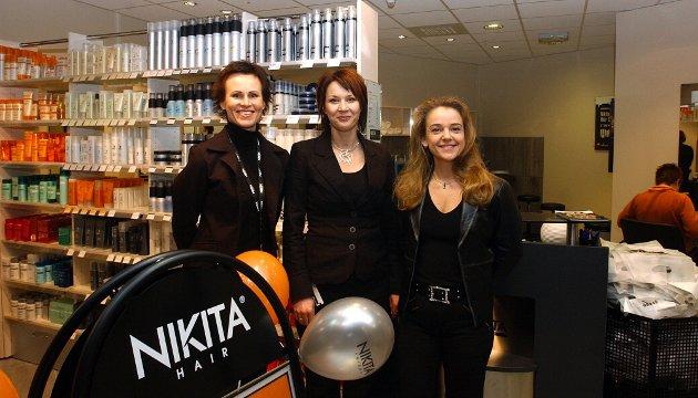 2005: Nikita Hair åpnet sin  sekstiførste frisørsalong i Norge, på Mosseporten Senter. F.v. regionsjef Liv Mari Rostad, daglig leder i Moss, Hege Kjellevold og adm.dir. Rita Broch.